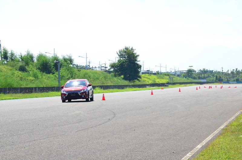 活動車輛皆搭載MDSS ADV運動化懸吊,較硬朗的設定對迅速換道可謂迎刃有餘