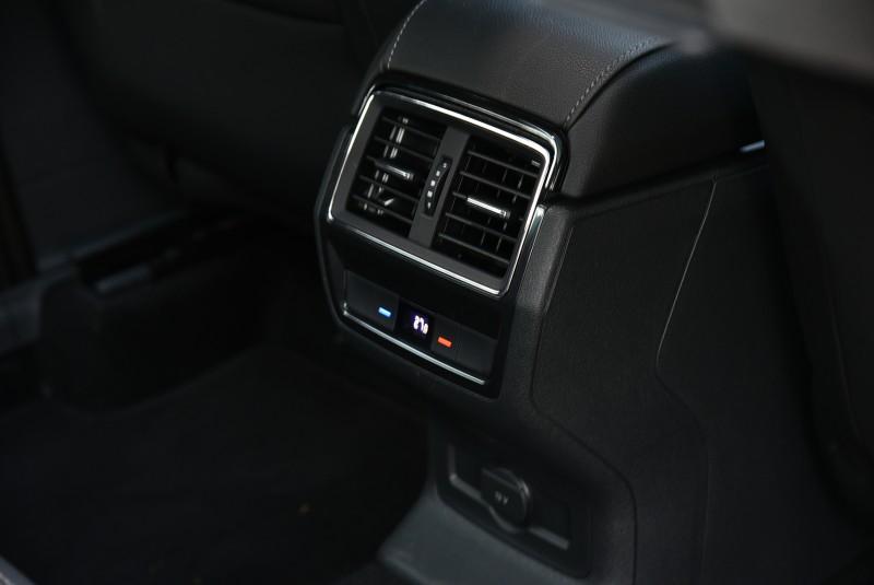 「三區恆溫空調」列為Kodiaq豪華菁英版以上等級的標準配備,後座乘員可視需求自行調整喜好的溫度設定