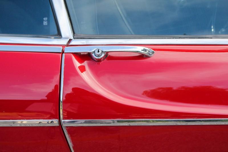 車門上緣的經典鈑件折痕設計在現行V40/CC車上也能見到