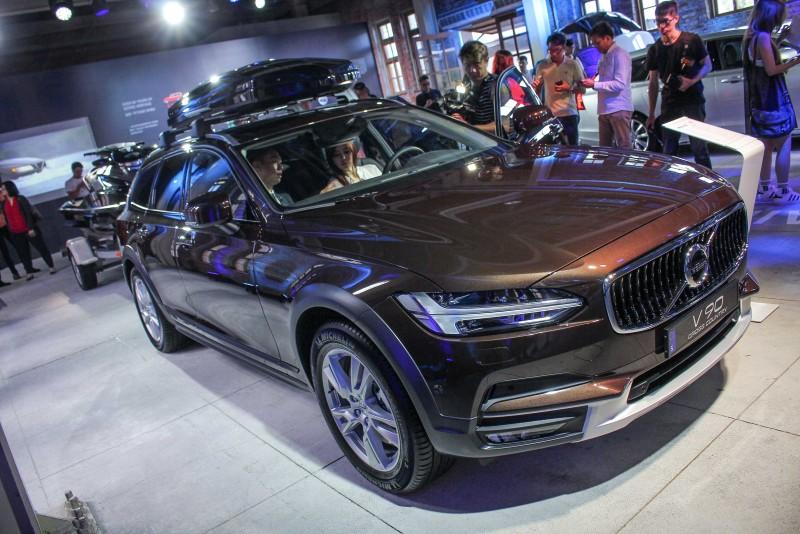 金屬棕車色在黑白銀灰充斥的台灣汽車市場是大膽手筆,我喜歡!