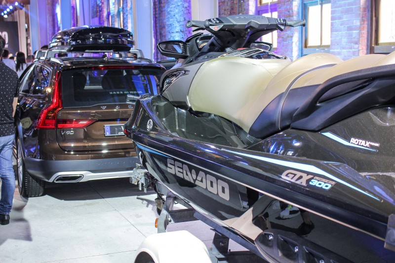 可選配的戶外出遊配件 ( 拖車鉤 + 腳踏車架 )讓 V90/ V90 Cross Country能發揮完整機能