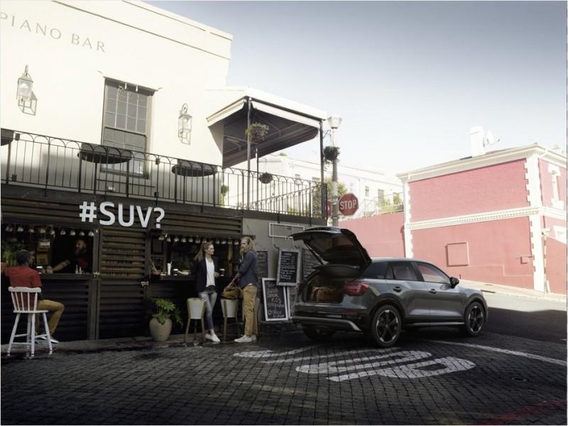 Audi Q2 外觀造型突破既有框架,捨棄經典四柱式的洗鍊設計,以粗壯的C柱造型,創造懸浮式車頂視覺效果,且C柱飾版可隨車主改變色彩,以獨特的風格,開創屬於自己的新世代時尚!