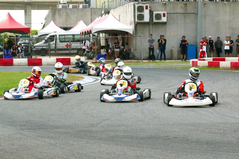 Yamaha SL向來是競爭最激烈的組別,隨時都會有多車並排入彎的景象。