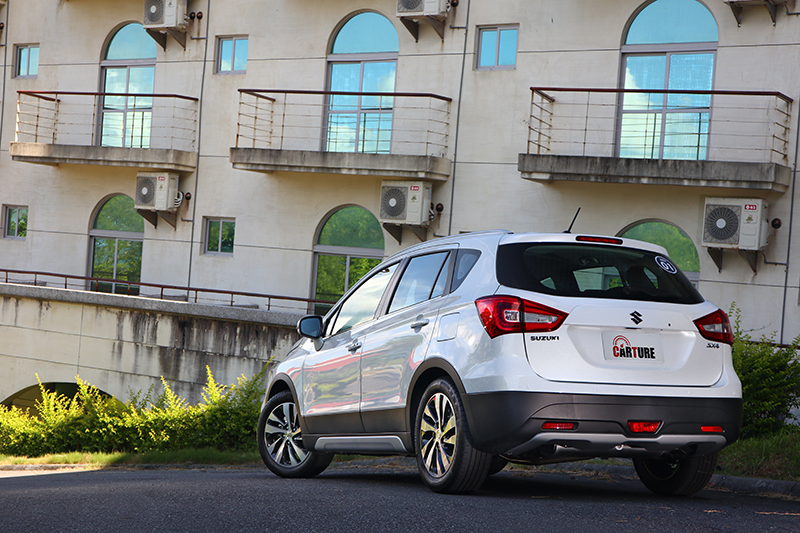 小改款SX4改以單一車型85.8萬元搶市,對比小改款前並不誇張。