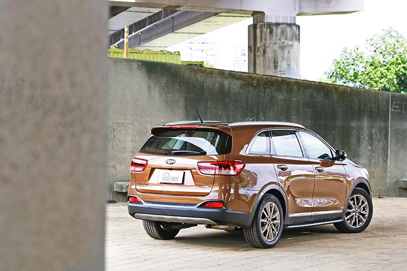 SUV不管前面冠不冠「L」,於我而言就屬家庭用品。