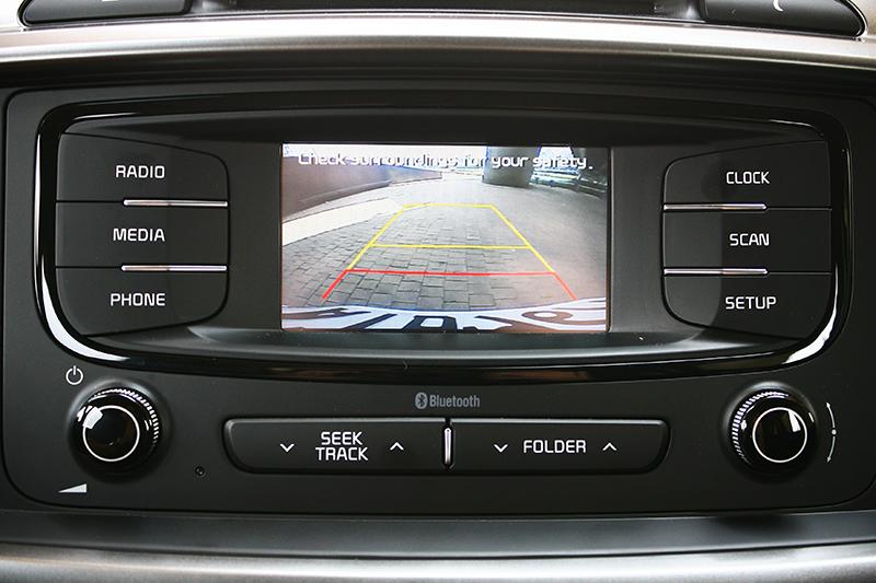 倒車顯影是標準配備,但若想要更大的螢幕則需加價選購。