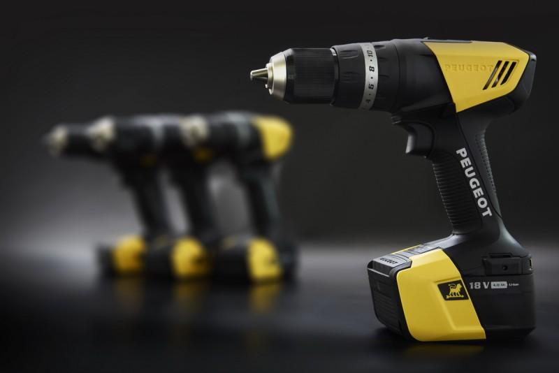 黑黃配色相當獨特,斜線交界與GTi雙色塗裝有異曲同工之妙