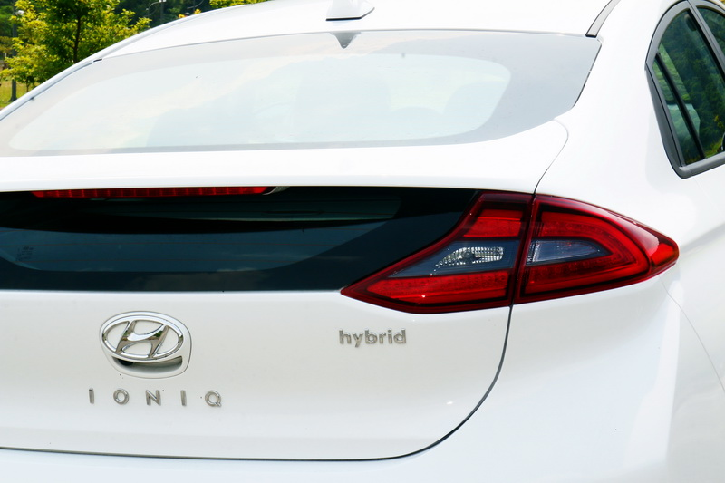 獨特斜背式車尾及多層次後擋風玻璃設計帶來與眾不同的外觀感受