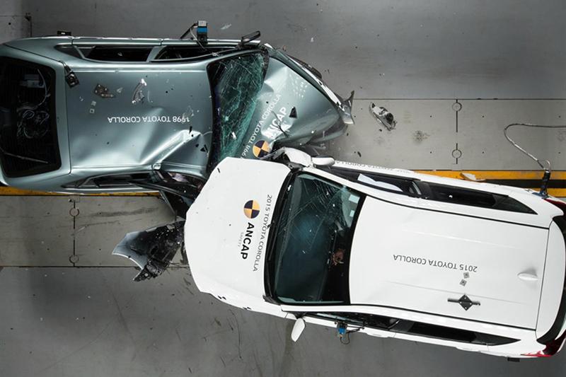 1998年Corolla:「整輛車都是我的潰縮區!」