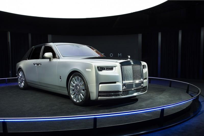 首先映入眼簾的,是新一代Phantom標準軸車型。