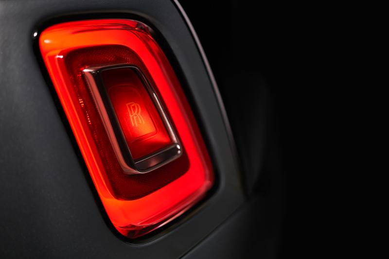受惠於照明科技的進化,尾燈造型也較前世代縮小。