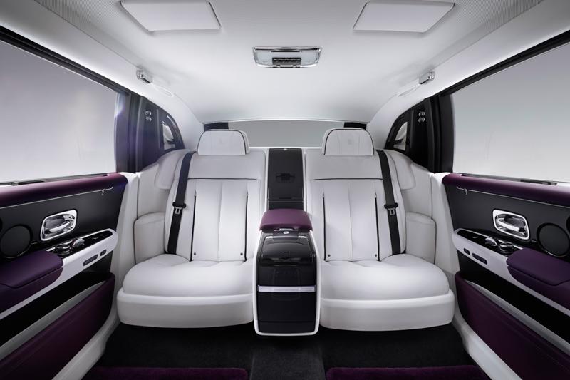 車主可因應自己的需要訂製座椅,挑選更舒適的沙發椅、設有活動扶手的單人座椅、設有固定中央控制台的單人座椅,又或最新推出的酣睡座椅。