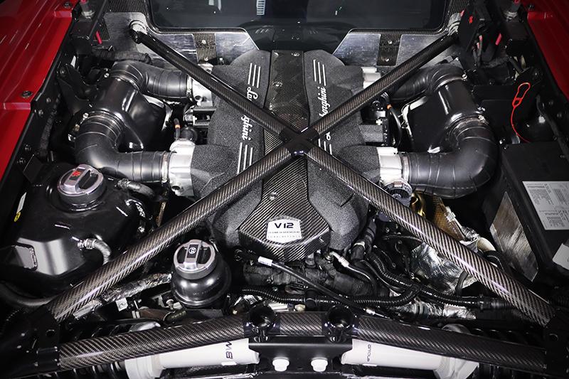 6.5升V12引擎當然叫人肅然起敬。