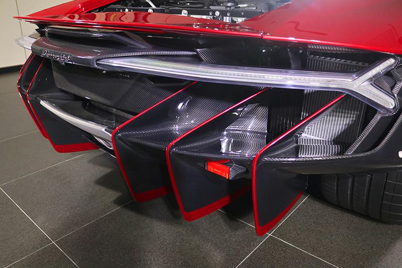但是車尾才是Lamborghini Centenario的精髓,這...根本不算汽車了吧?