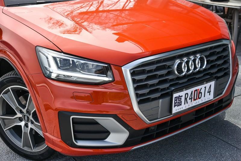 樸拙的車頭造型是Q2特色之一,水箱罩鍍鉻外框與現有單數Q車型完全不同