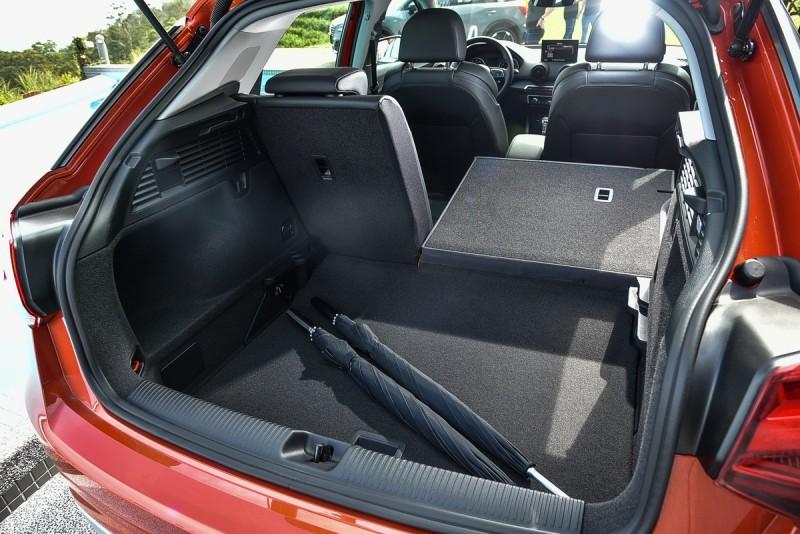 後廂底板有兩種機能高度,尾燈為固定式與單數Q車型的隨尾門上掀不同