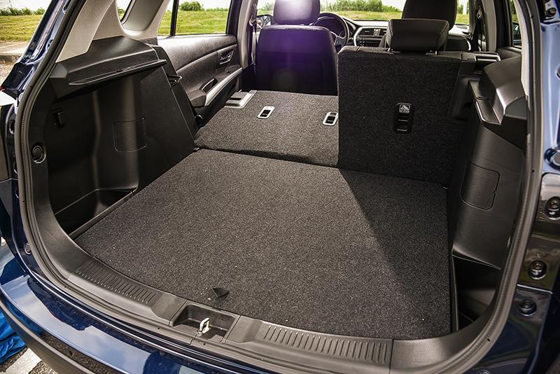 標準乘坐時後廂容積就具備430公升水準,更可藉由後座椅背調整機制,提升置物空間。