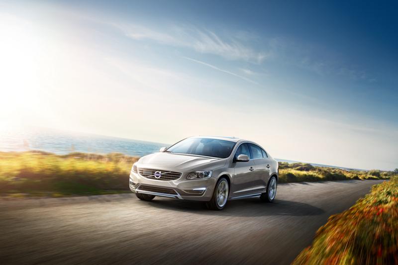 03:原價 165 萬 S60 T4 安全運動版也推出現金價 149 萬,以高性價比讓消費者擁有豐富配備且完整安全性的瑞典豪華車款。