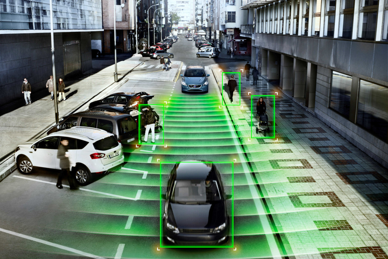 01:國際富豪汽車領先國內豪華汽車品牌,率先以總價值超過 12 萬元、搭載 ACC 主動車距控制巡航系統為首等 11 項主動安全科技的升級配備列為 2018 年式 40 與 60 車系標準配備。