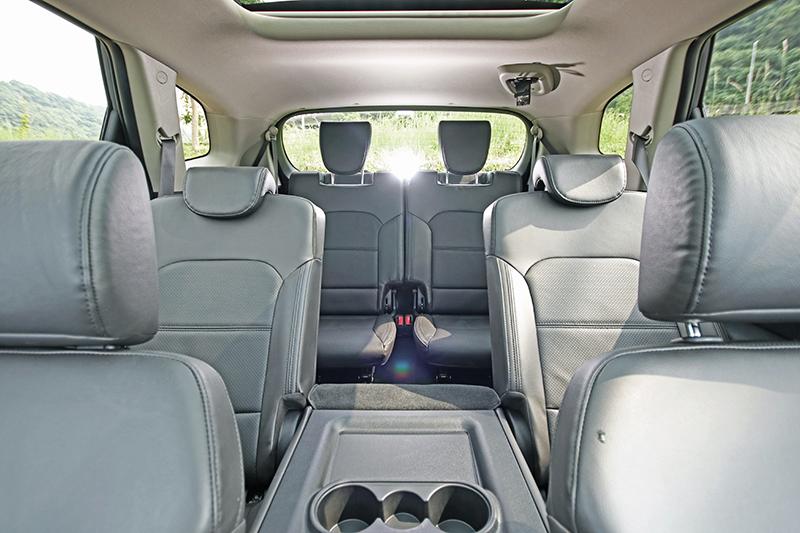 七人座設定的Carens,三排空間都頗為舒適好坐。