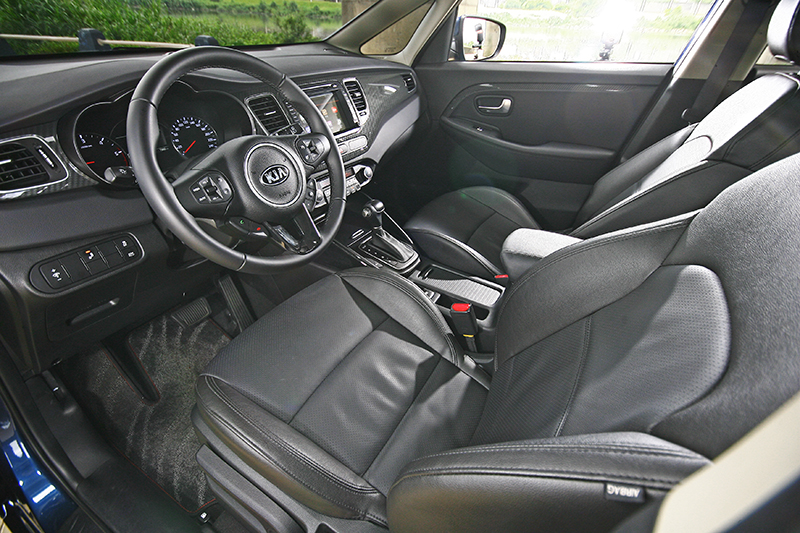 包括六氣囊與ESP等等安全機制,都是Carens全車系的標準配備。