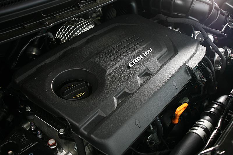 1.7升CRDi柴油引擎可輸出141.4hp馬力,但精彩之處其實在1750轉便全數湧現的34.7kg-m扭力。