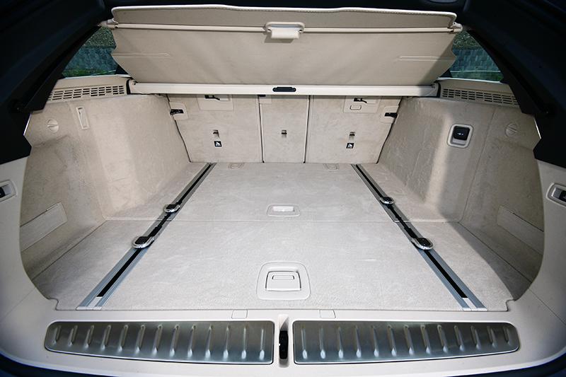 一般狀態下行李箱容積為570公升。
