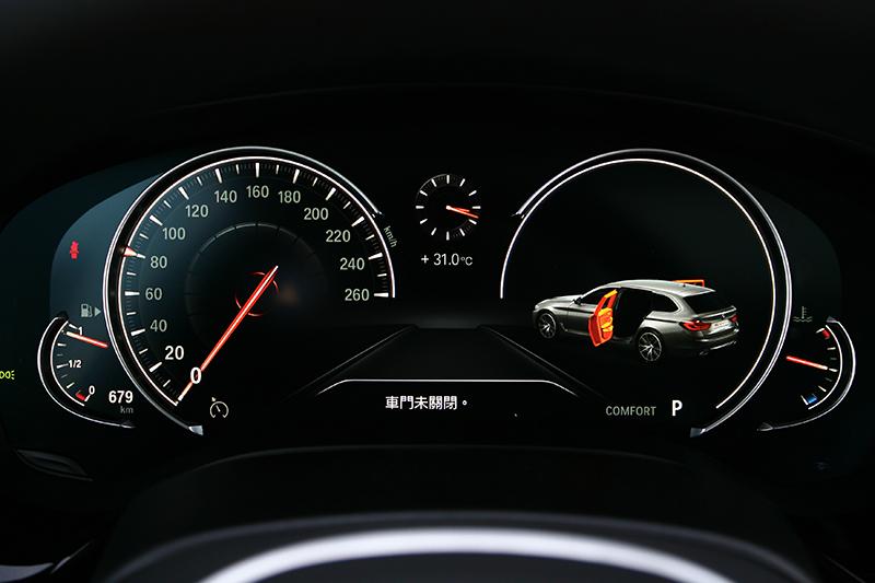 12.3吋液晶儀錶可自由顯示當前車輛狀態。