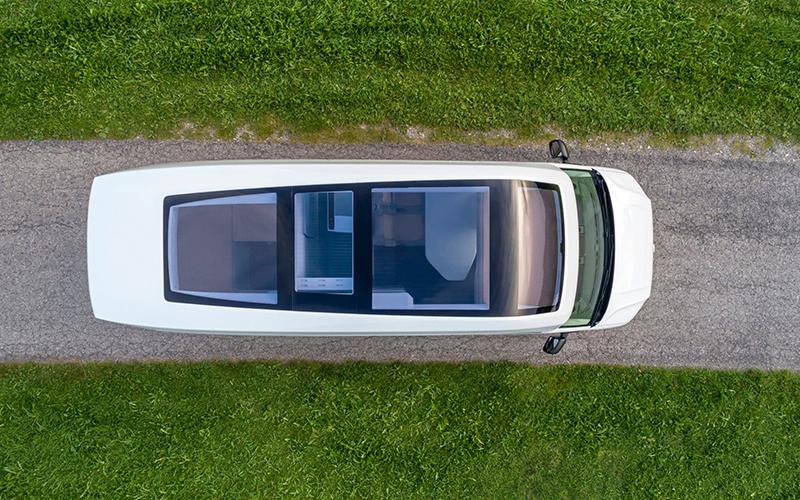 將大型廂車Crafter加上高高的車頂以及玻璃車頂,就成了California XXL Concept的設計精髓了。
