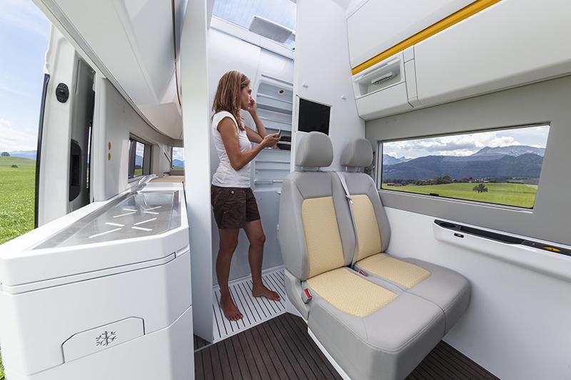 車廂中段的衛浴設施可拉伸延長,以避免佔用過多車廂空間。