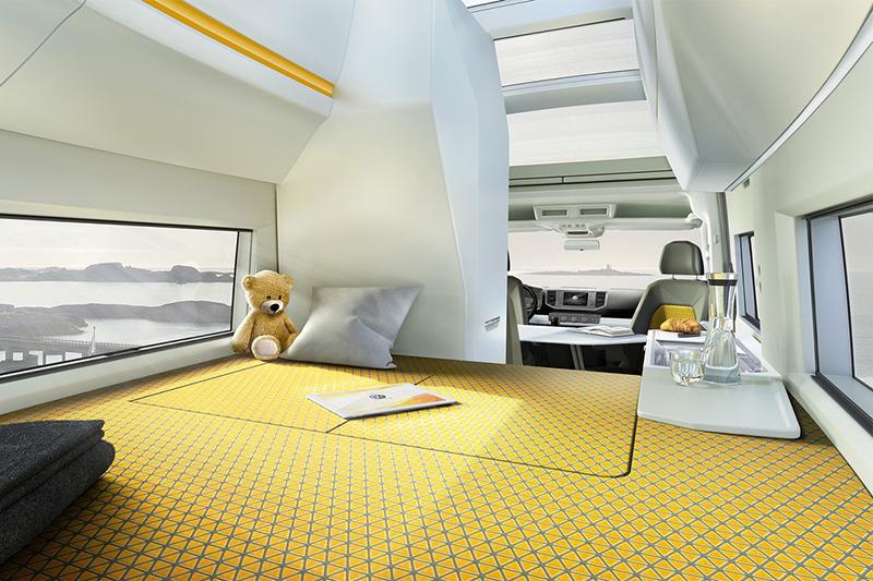 下層車廂後方另有一個2m x 1.7m的休憩空間,尺寸幾乎已達標準雙人床大小。