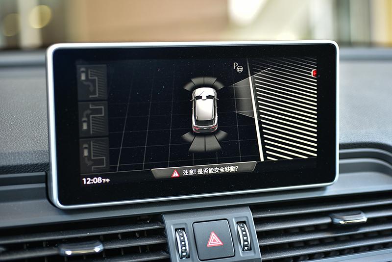 Q5所搭載的智慧自動停車輔助系統會以超音波感知器搜尋路邊適合停車位,無論路邊停車或倒車入庫皆可判讀與作動。