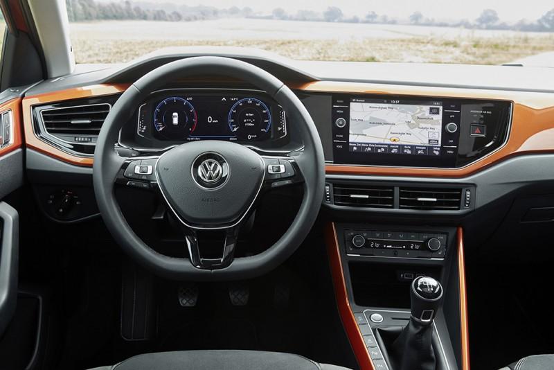 車身同色控台飾板與數位儀錶是車內亮點