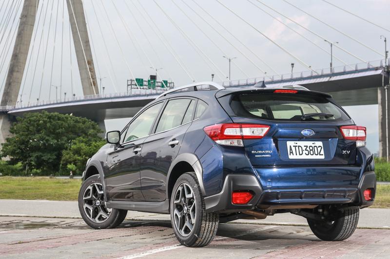 新世代XV延續品牌新世代設計風格,有稜有角更透過車身下半部的黑色塑料包圍,提升Ourdoor感。
