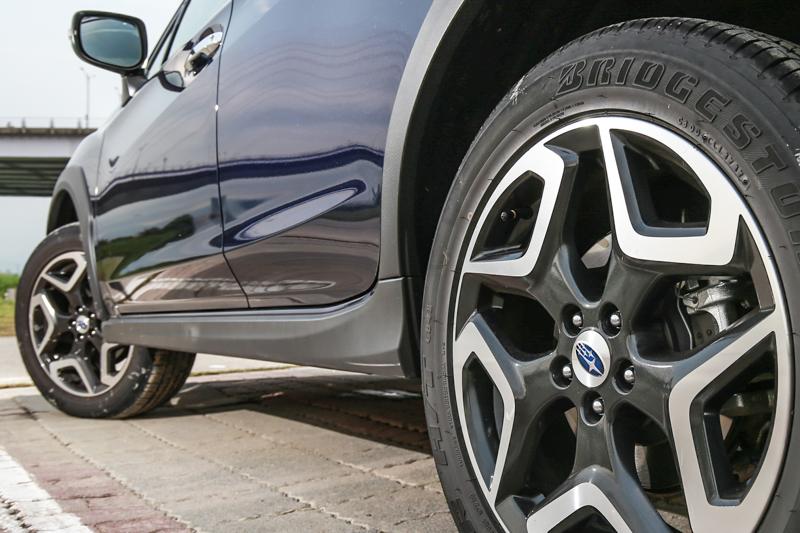 搭載18吋輪圈尺碼,輪圈造型相當對應車身造型。