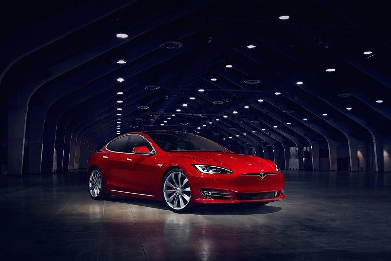 雖然Tesla Model S P100D也實在不是什麼凡夫俗子碰得起的車,但每年收11.7萬元牌照稅未免太不符車價比例原則。