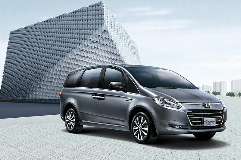 包括Toyota Sienta(最上圖)、Kia Carens(中圖)與Luxgen M7 Turbo Eco Hyper等國產MPV三寶,都成了最新一波計程車的熱門名單。