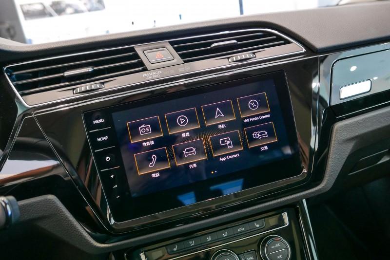 雙R-Line車型更標配Discover Pro 9.2吋多媒體觸控音響主機