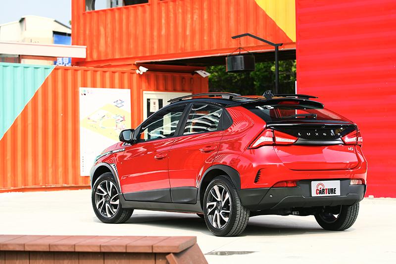 Luxgen U5具備蹲踞的氣勢,車格在同級之中幾乎最為碩大。