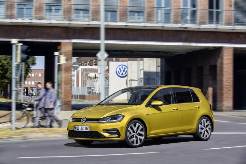 Volkswagen Golf搭載雙區全自動電子恆溫空調系統與抗過敏原活性碳車內空氣過濾器