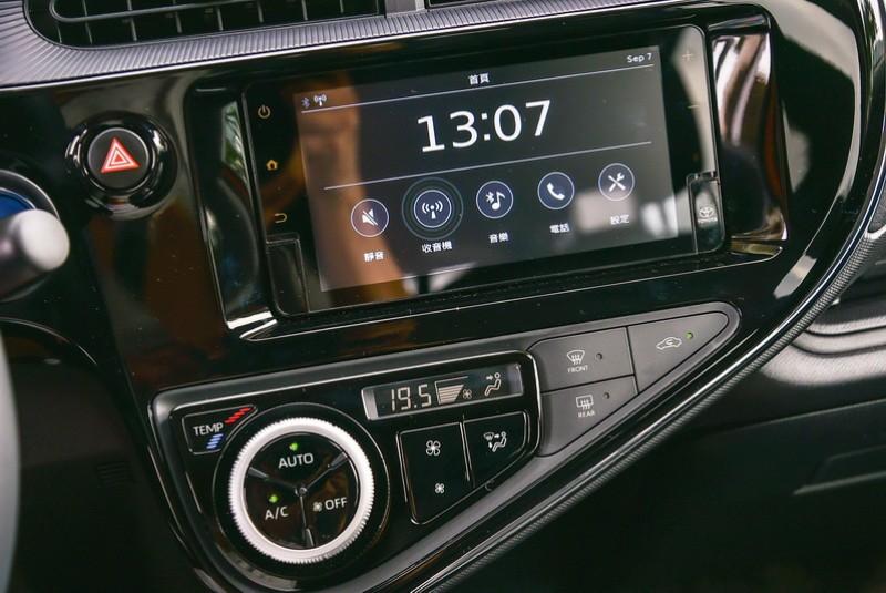 空調面板按鍵配置略有調整,更直覺的排列組合讓操作更為便利