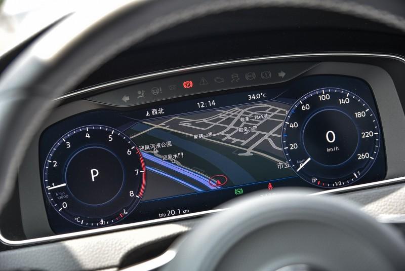 Active Info Display 12 吋全邏輯數位化儀表也有雙模式界面