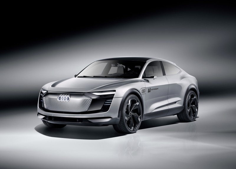 Audi Elaine concept car搭載多項最新世代Audi AI 智慧科技,擁有最新Level 4 自動駕駛技術,可於時速60~130 Km/hr 內的高速公路上自行駕駛,更可判斷前方路況自行施打方向燈並切換車道,再度刷新自動駕駛新里程碑。
