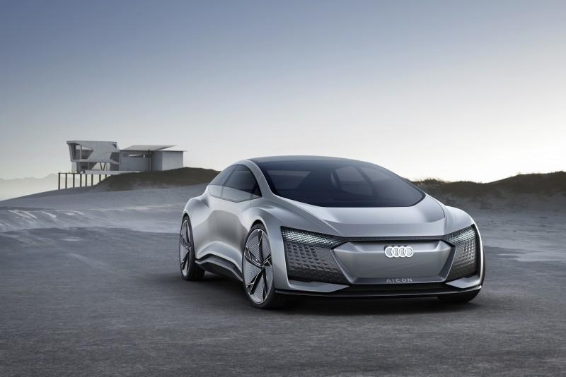 Audi Aicon concept car預演Level 5 自動駕駛車輛新面貌,集結前衛設計語彙、最先進的自動駕駛技術與強勁的純電動力科技,展現Audi 造車工藝與科技研發新巔峰。