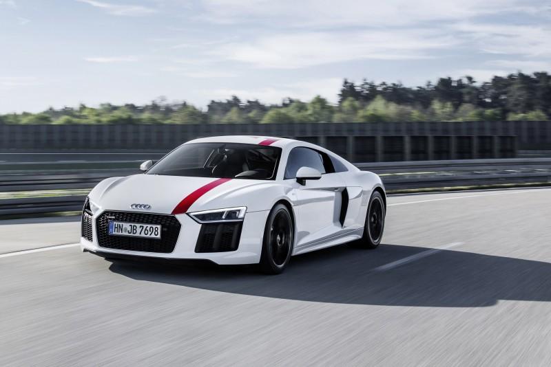 全新世代Audi R8 V10 RWS搭載5.2升V10自然進氣引擎,可輸出540hp/7800rpm最大馬力,540Nm / 6500rpm的最大扭力,更在Böllinger Höfe R8 工廠手工打造,首度採用後輪驅動,同時也是最接近 R8 LMS的市售車款,最均衡的操控駕馭感受。
