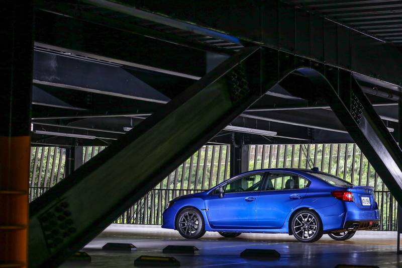 試駕車型為WRX 2.0 CVT,售價為142萬。