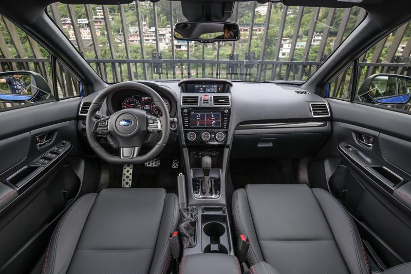 座艙內設計與過往大抵相同。