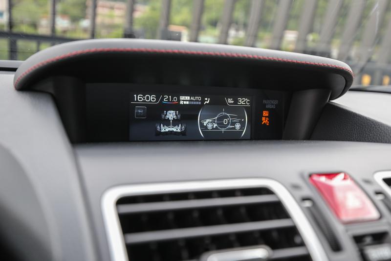 中控台上方螢幕放大,為此次主要的座艙內進化重點。