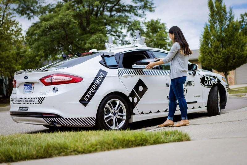 未來幾週內,達美樂將隨機抽取位於密西根州安娜堡市的客戶,用Ford Fusion油電混合動力自動駕駛測試車提供披薩外送服務。