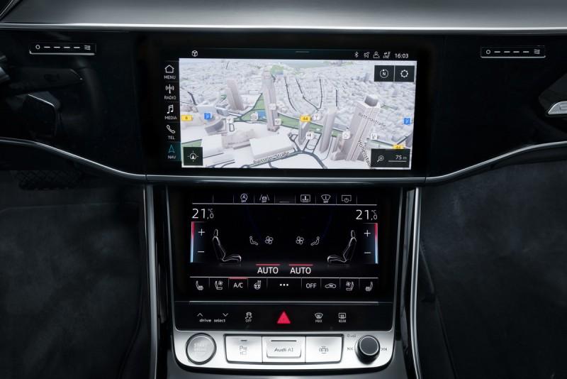 全新Audi A8將搭載圖資大廠HERE全新地圖科技,不僅即時更新最新的車況路線外,包括街景、建築物等顯示系統都可以有3D的顯示圖像,提供駕駛更有效率且易讀易懂的導航建議。